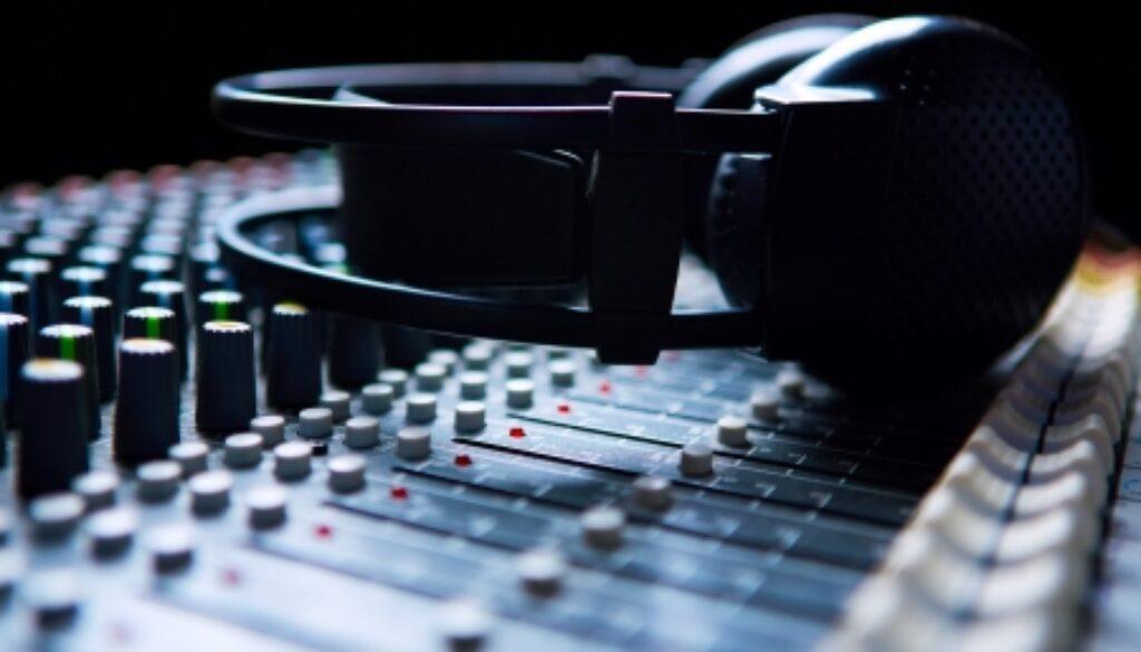 17260385 - headpnones on soundmixer